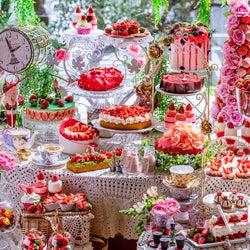 ヒルトン東京で新作いちごスイーツビュッフェ「RSVP.アリスからの招待状」デザート20種超&新鮮な苺が食べ放題