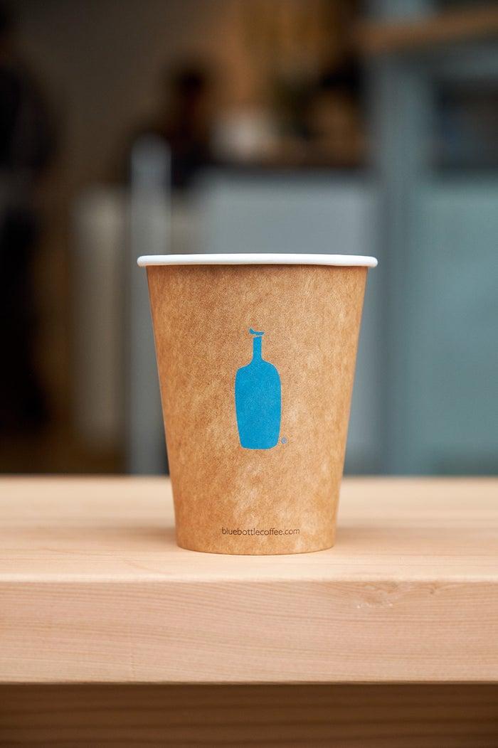 通常より小さめのクイックカップ/画像提供:Blue Bottle Coffee Japan