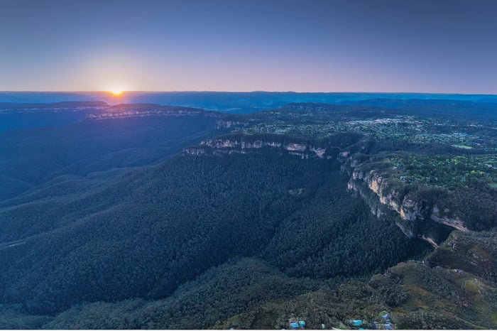 青い靄をまとう、ブルーマウンテンズの風景/Destination NSW