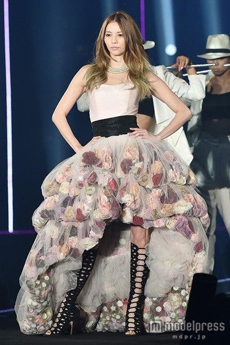 華やかドレスで美デコルテ披露した香里奈【モデルプレス】