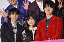 顔面偏差値高すぎィ!(左から)吉沢亮、橋本環奈、山崎賢人(C)モデルプレス