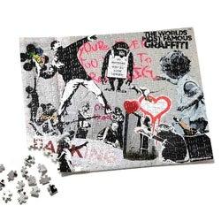 覆面アーティスト・バンクシーの作品がクッションやパズルに!限定コラボアイテムが登場