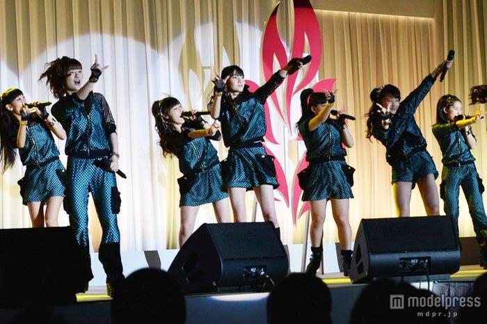 パワフルなパフォーマンスで日本代表を激励したモーニング娘。 '14