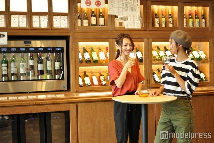 「同じ醸造所のワインでも、銘柄が違えば味わいも全然違うんだね!」そんな発見がきっとあるはず(C)モデルプレス