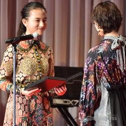 (左から)清原果耶、平手友梨奈(C)モデルプレス