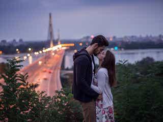 いつもと違うと盛り上がる!屋外デートでキスしたい場所4選
