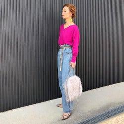 《ピンクニット》のおしゃれな着こなし方|大人だってピンクを着たい!