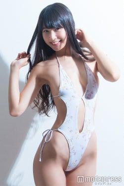 川崎あや、お気に入りの自前水着で美くびれ披露(C)モデルプレス