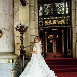ローラ、純白ウェディングドレスでやんちゃな花嫁に