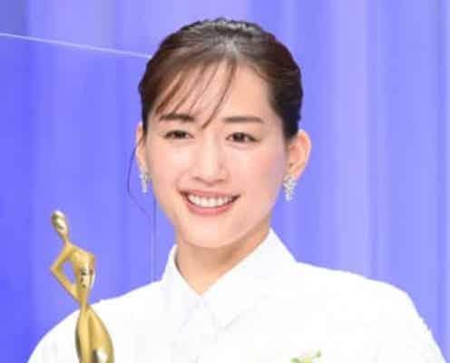 <ドラマアウォード2021>綾瀬はるか、笑顔満開! 『天国と地獄』で主演女優賞受賞