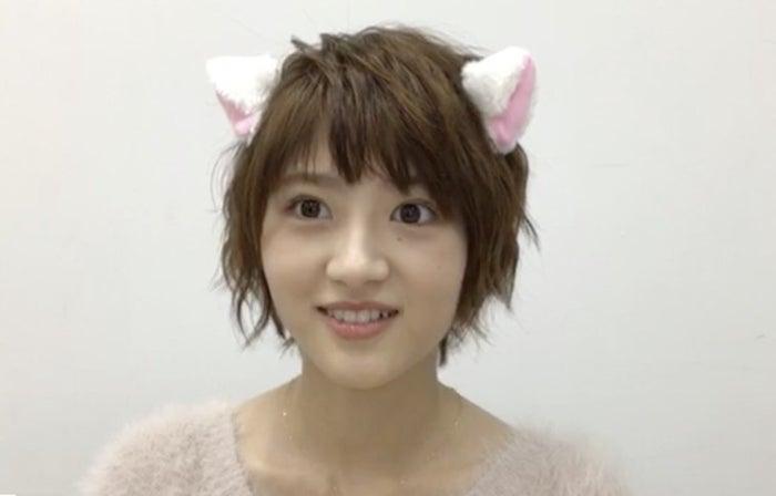 齋藤飛鳥からの宿題で猫耳をつける若月佑美(提供写真)