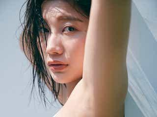 小倉優香、迫力バスト際立つ水着よりSEXYなショット デジタル写真集を発表