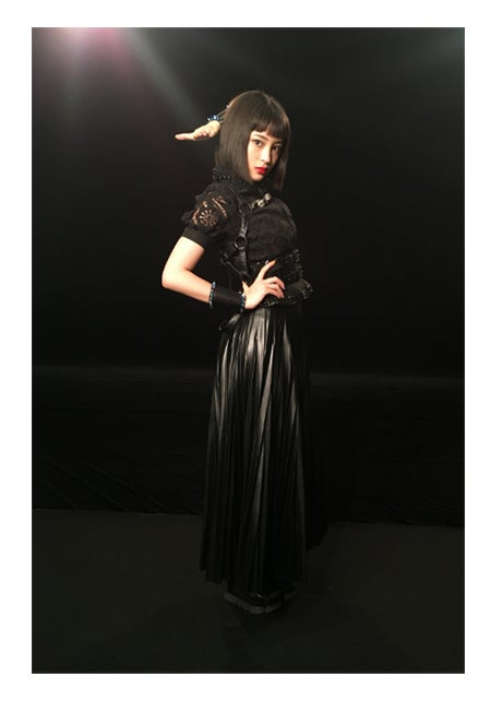 全身ブラックの衣装に身を包んだ広瀬すず/広瀬すずオフィシャルブログ(Ameba)より