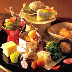 趣向を凝らした八寸はため息もの!白金の住宅街に日常を彩る和食店があった!