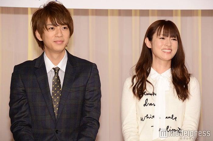 (左から)三浦翔平、深田恭子/ドラマ「ダメな私に恋してください」制作発表会見より(C)モデルプレス