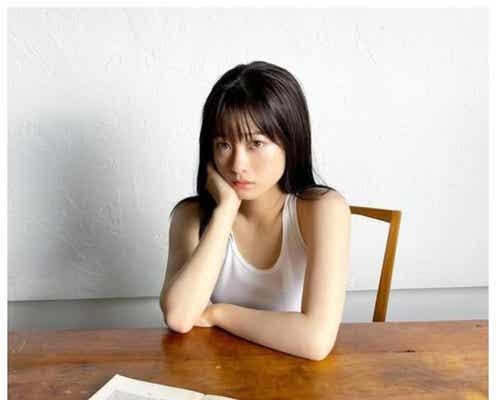 橋本環奈、白肌輝くオフショット公開「透明感がすごい」「表情が大人っぽくてセクシー」と反響