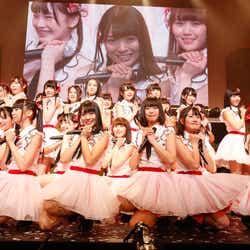 """モデルプレス - AKB48、10回目の""""楽曲総選挙""""で初の珍事も 緊張の自己紹介・姉妹クレーム・歓喜の号泣…<50位~1位/AKB48リクアワ>"""