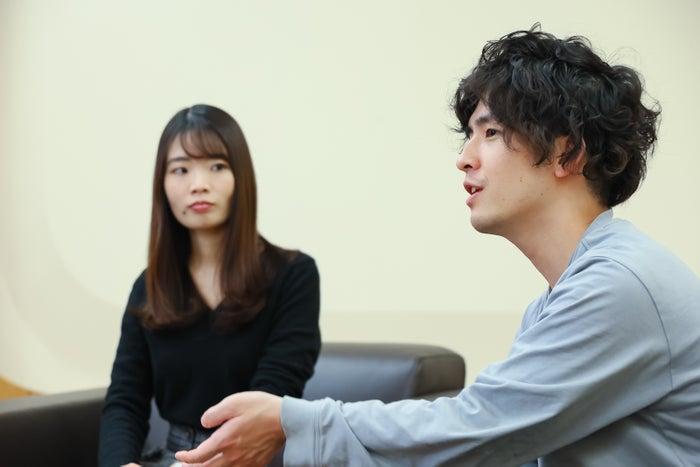 (左から)佐々木千枝さん、高山賢人さん