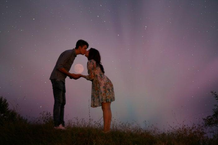不意打ちのキスに彼も胸キュン!/photo by GAHAG