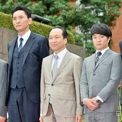 左から:角野卓造、松重豊、小日向文世、濱田岳、佐藤浩市