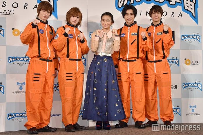(左から)宇野結也、定本楓馬、岡田結実、栗山航、仲田博喜 (C)モデルプレス
