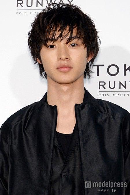 「東京ランウェイ 2015 SPRING/SUMMER」に出演する山崎賢人【モデルプレス】