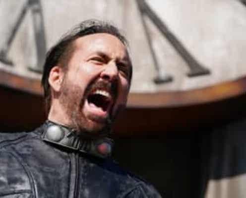 ニコラス・ケイジが「サイコー!」 フンドシ姿も 『プリズナーズ・オブ・ゴーストランド』本予告解禁