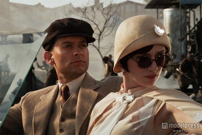 物語のキーパーソンを演じたトビー・マグワイアとジョーダンを演じるエリザベス・デビッキ/(C)2013 Warner Bros. Entertainment Inc. All rights reserved.<br>