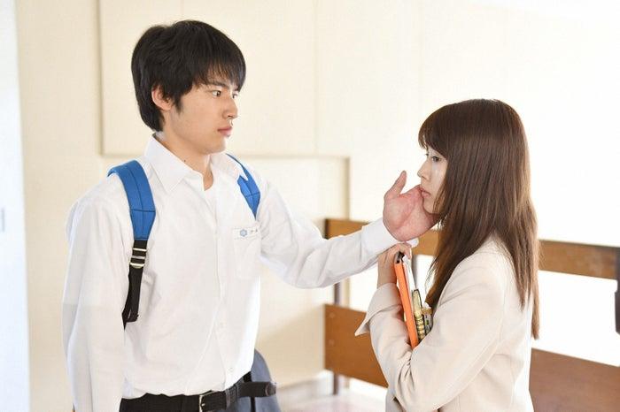 岡田健史、有村架純/「中学聖日記」第1話より(C)TBS