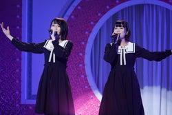 (左から)佐々木舞香、野口衣織/=LOVEファーストコンサート「初めまして、=LOVEです。」(提供写真)