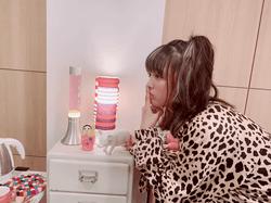 """大友花恋、""""ヒョウ柄""""ギャル衣装姿のオフショット公開に反響「超絶似合っております」"""