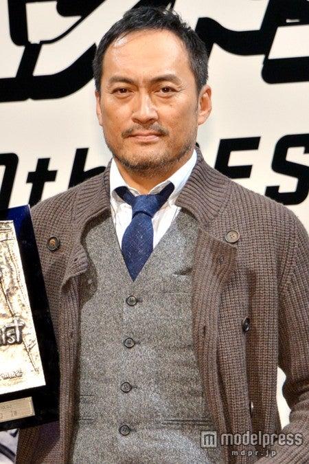 第30回「ベストジーニスト2013」の「協議会選出部門 特別賞」を受賞した渡辺謙
