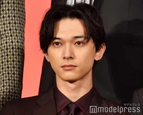 吉沢亮、長髪なびかせ優雅な剣術を披露 長澤まさみも「見とれてしまいました」<キングダム>