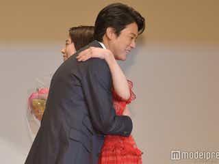 高畑充希「とと姉ちゃん」唐沢寿明に感謝のハグ「君に花束を渡せるのは僕しかいない!」