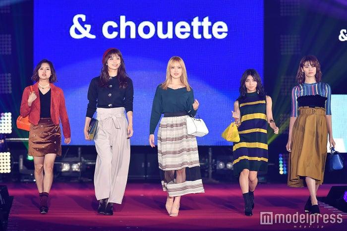 左から:山口乃々華、佐藤晴美、藤井夏恋、SAYAKA、楓 (C)モデルプレス
