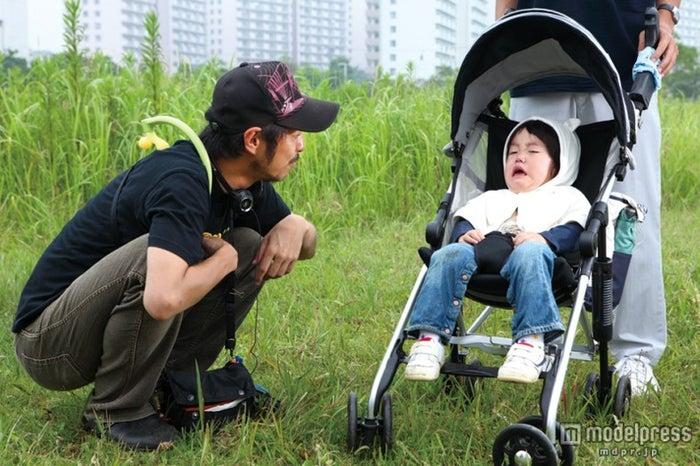 NHK朝ドラ「あまちゃん」の脚本を務める宮藤官九郎(左)