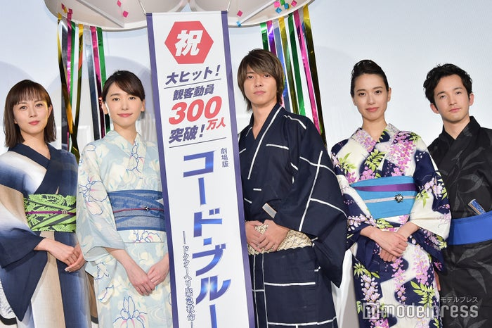 (左から)比嘉愛未、新垣結衣、山下智久、戸田恵梨香、浅利陽介(C)モデルプレス