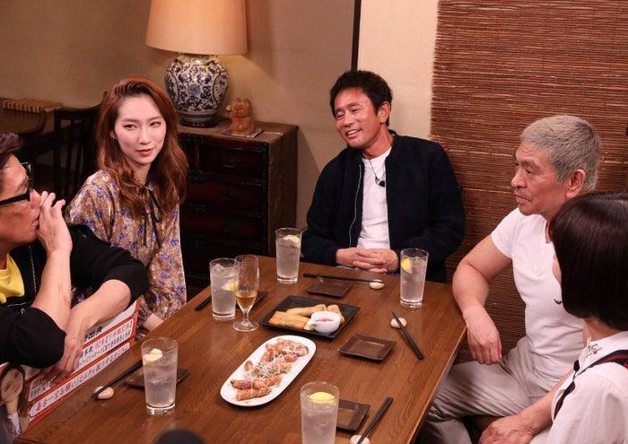 (左から)坂上忍、ファーストサマーウイカ、浜田雅功、松本人志、山崎夕貴アナウンサー(C)フジテレビ