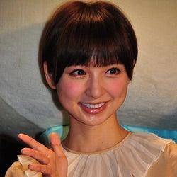 篠田麻里子、暴走するふかわりょうに困惑