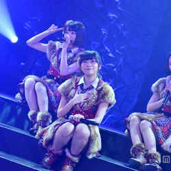 左から:宮脇咲良、指原莉乃、兒玉遥