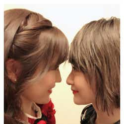 """モデルプレス - AKB48渡辺麻友&乃木坂46生駒里奈、""""いこまゆ""""密着ハグに「近すぎ」「癒される」とファン歓喜"""