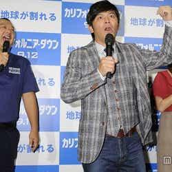 (左から)TKO・木下隆行、ますだおかだ・岡田圭右、菊地亜美