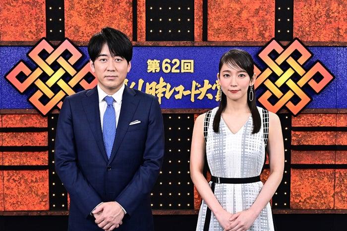 安住紳一郎、吉岡里帆(C)TBS