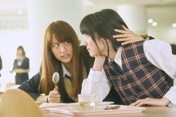 山本美月、永野芽郁(C)2017「ピーチガール」製作委員会