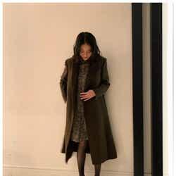 モデルプレス - 武井咲、ほっそり美脚に反響「ママに見えない」 左手薬指の指輪にも注目集まる