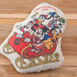 クッション2,300円 (C)Disney