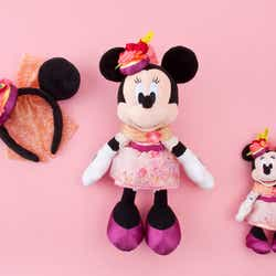 カチューシャ 1800円/ぬいぐるみ 5100円/ぬいぐるみバッジ 2300円 (C)Disney