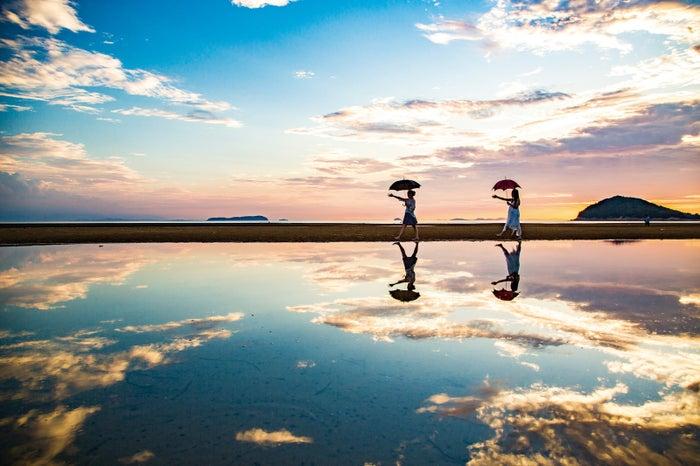 日本のウユニ塩湖と話題の「父母ヶ浜」(香川)/提供写真