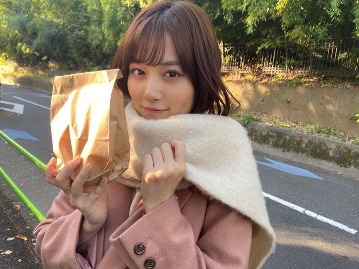 焼き芋を買った山下美月(提供写真)