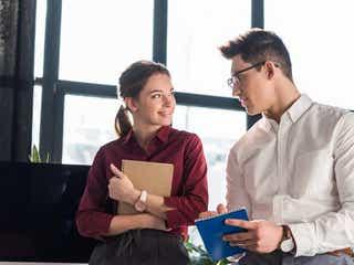 同僚から食事の誘い?!恋愛に発展するか見極める方法